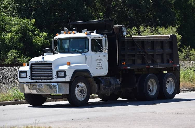 How Many Cubic Yards in a Dump Truck