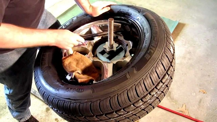 How to Use Tire Bead Sealer